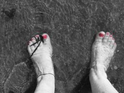 Shiny toes